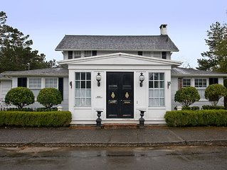This Villa in Gearhart has beautiful interiors & a wonderful location!