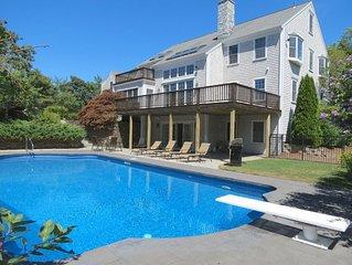 Stately Home with huge pool! Sleeps 10; 011-Y