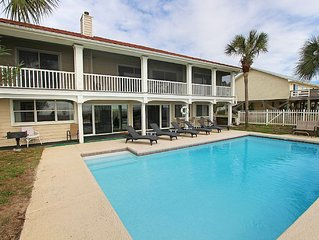 Gulf-front, large private pool, fenced yard, pool table, screened porch