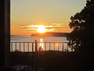 Amazing Views - Breathtaking Sunsets!! (Special 'Canadian friends' rates!)