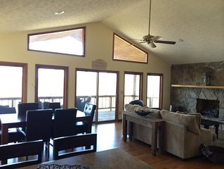 4 BR plus New Bunkroom, 3 Private Acres with Lake View, Hot Tub, 2 Fireplaces!