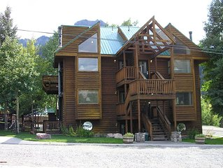 Affordable, Comfortable Condo Close to Everything in Ouray!
