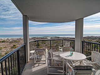 DR 2204–Lovely oceanfront condo featuring easy beach access, pool and tennis