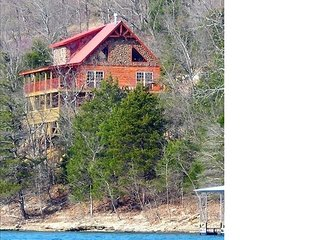Waterfront Paradise, Log Cabin on Beaver Lake minutes from Eureka Springs!!!