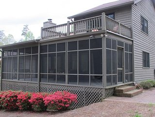 Lake House on Quiet Cove, Level Yard. Convenient to Atlanta, Shopping & Outlets