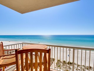 Gorgeous Beachfront, renovated Majestic corner unit, BEACH CHAIRS included