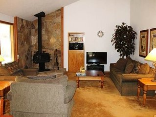 Single level home within easy biking distance to Fort Rock Park and SHARC. Free