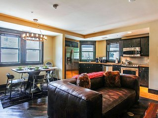 Amazing One Bedroom Loft - Urban Decor, Custom Furnishings, Jet Tub.  Sleeps 4