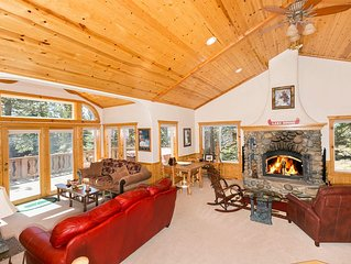 Beautiful 3 BR with Tahoe Park HOA and Hot Tub