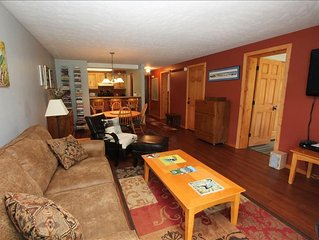 Comfortable 2 BR at the Chateaux. Pool, hottub, sauna, shuttle!