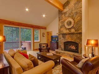 Incredible, Luxury Home in Tahoe City!! Walk to Town/Beach. Hot Tub & Rec Room!