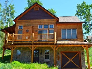Charming Mountain Retreat with Hot Tub and Gorgeous Views!