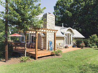 Super Cute Cottage with Hot Tub, Pool and Amazing Asheville Mountain Views