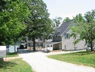 Kayaks, paddle boat, row boat, canoe - Free to use! Family and pet friendly!, holiday rental in Lake Norman