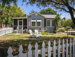Blue Heron Cottage!  Pet-Friendly with fenced yard! Luxury Master Shower!