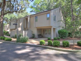 Spacious recently updated townhouse, minutes from Harbour Town and the Beach!