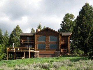 Log Home With A Grand View Close to National Parks.