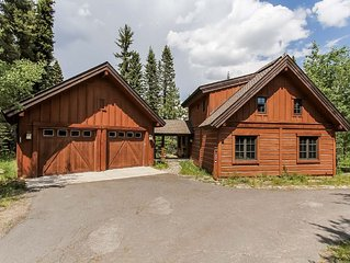 Gorgeous 3 bedroom, 3.bathroom luxury resort chalet with private spa and mounta