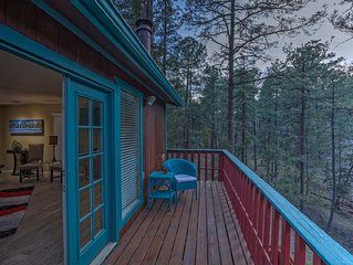 Treetop Hideaway - Beautiful retreat w/ 3 decks, hot tub & peaceful ambiance!