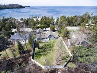 New for 2016, Luxuriously Renovated, Walk to the Beach & Downtown Sister Bay