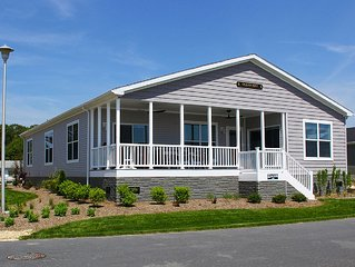 Waterfront Family Vacation (Unit 546) 4 Bed/3 Bath  Pet Friendly New Home!
