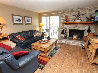 Comfortable 3 Br Chateaux Unit, Pool, Hot tub, 6th night free