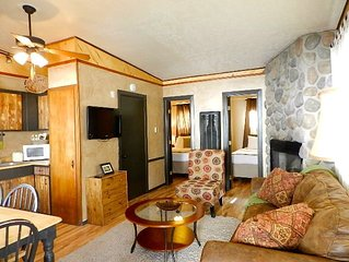 4 Nights-$399-Budget Friendly Cabin! Near Dining-Shopping-Skiing!