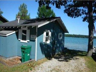 Near Sleeping Bear Dunes, Cozy cottage on inland lake