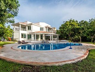 Oceanfront, Pool, Main Villa and Guest Bungalow