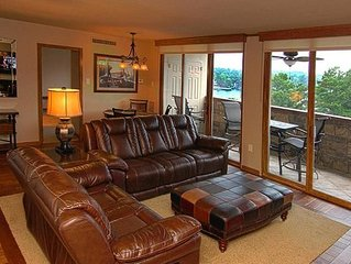 Luxury 2BR/2BA,Gated Lake Condo,Covered Park,Pool,Wifi,Boat Slip,Lake View