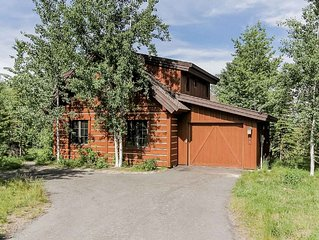 Dazzling 3 bedroom, 3.bathroom luxury resort chalet with private spa and lake a