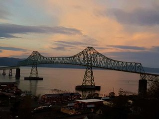 Stunning View Property Of Columbia River And Astoria-Megler Bridge