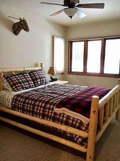 Master bedroom (Lakeview)