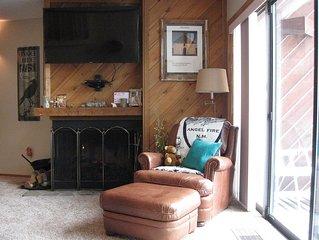 Lift condo with Mountain View  3Br, 3Bath, Steam Sauna sleeps 10