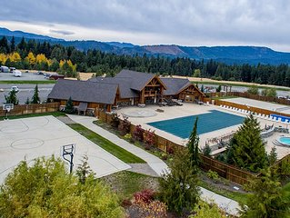 Specials*Pine Canyon Lodge, Near Suncadia, Hot Tub, Wi-Fi,Snowmobiling
