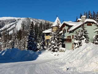 Best Ski-in/Ski-out! Private Hot Tub! A Stones-Throw Away From the Village!