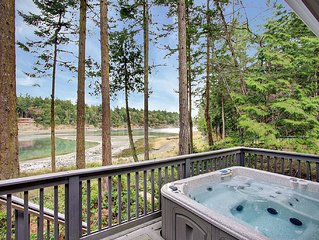 GORGEOUS WATERFRONT HOME W/HOT TUB NEAR ROCHE HARBOR!