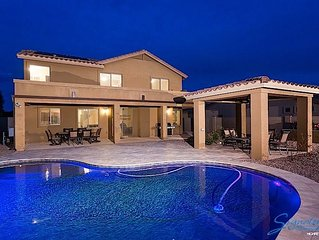 Beautiful 5 bedroom home with Solar Heated Pool in Mesa!