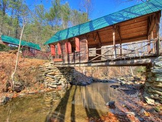 Rivers Edge Covered Bridge Cottage/Fireplace /Hot Tub/ Fire Pit /Views
