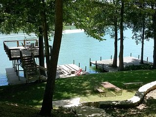 Beautiful home on Lake McQueeney great for family fun, wedding venue & reunions