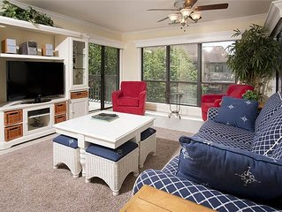 Beautifully updated Condo, Just A Few Minutes Walk to Beach and Pool