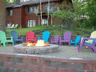 Spacious log home, private lakeshore on Potato Lake, great for relaxing getaways