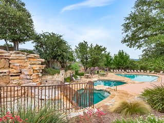 Beautiful Villa at Hollows Resort at Lake Travis, 6 Pools and More