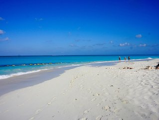 20% off Stays Until Dec 15,   Private Pool, Short Walk to Grace Bay Beach, 3BR