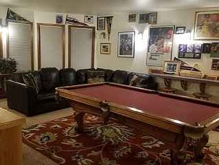 3500 Sq Ft Executive Home 4 Suites Pool Table, A/C, Hot Tub, Bikes, Sleeps 16!