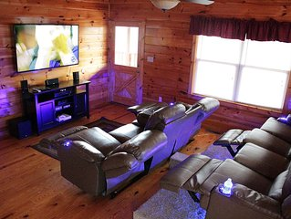 Ole Smoky Rodeo luxury cabin; movie theater, wheel chair accessible