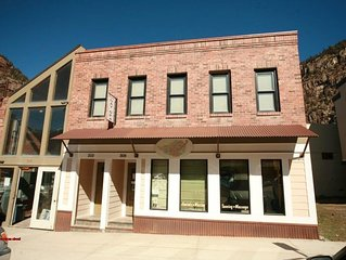 Newly renovated, 2 BR 1 BA apartment in the heart of downtown Ouray!  Mountain