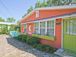 The Shrimp Cottage - 3 Blocks to Beach! WiFi! Next Door to Key Lime Parrot!