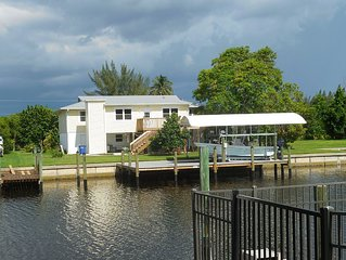 Waterfront Bokeelia Rental just minutes to Charlotte Harbor