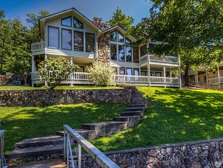 Great for family reunion-7th night free! Quiet cove,dock,hot tub,sleeps 18